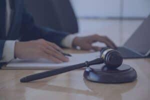 adwokat przed sądem